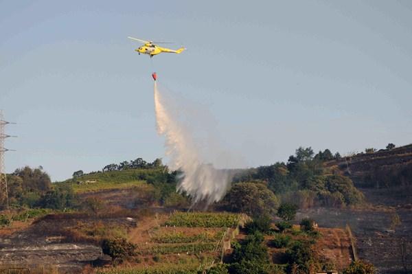 Como en ediciones anteriores, el Cabildo ha contratado un helicóptero para la campaña de verano. / M. P.