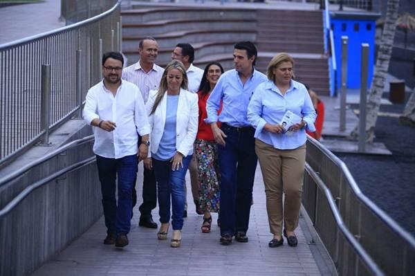 José Manuel Soria respaldó a la candidata de Los Llanos de Aridane en un acto en Puerto Naos. | DA