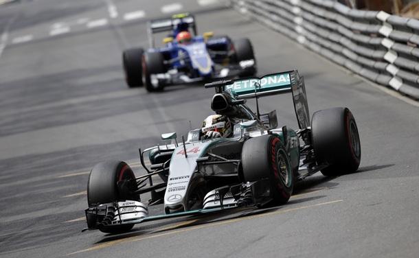 Lewis Hamilton durante la clasificación para la cita de Monaco. | REUTERS