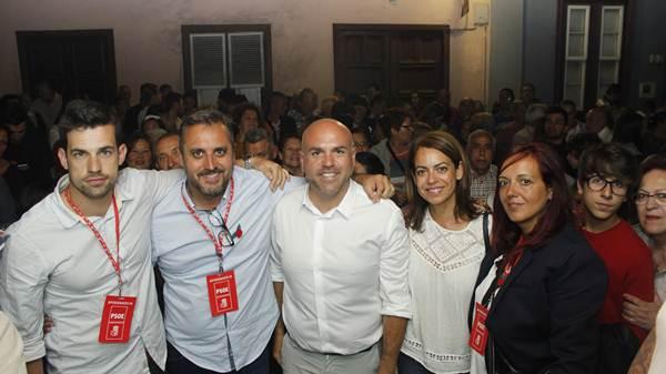 Los socialistas no pudieron ocultar su alegría tras los resultados conseguidos con Marco González como cabeza de lista. / SOFÍA CABRERA