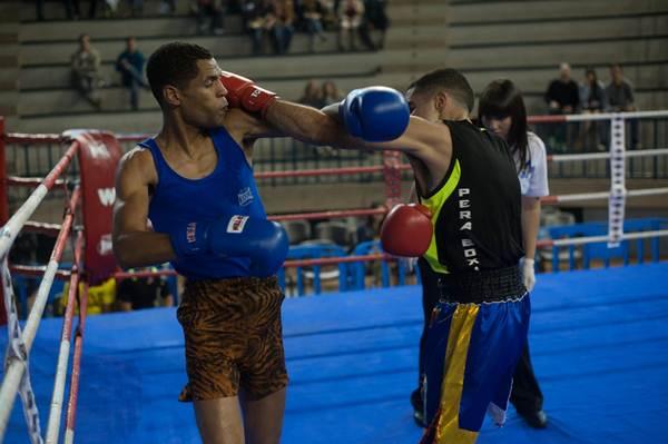 Mustafá Gueye, en un combate de las eliminatorias de Tenerife. | FRAN PALLERO