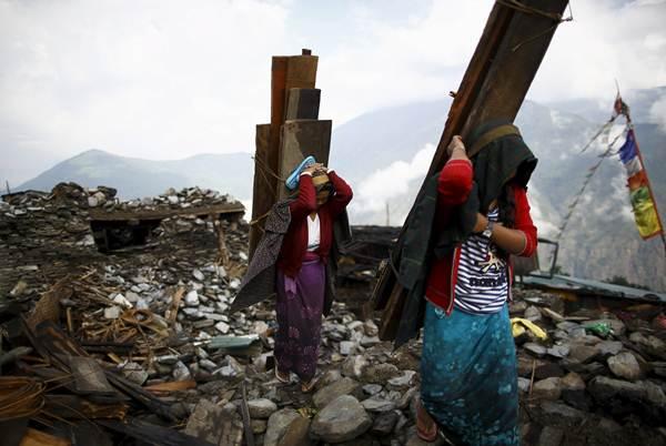 Imagen de la tragedia tomada ayer en una aldea nepalí. | REUTERS