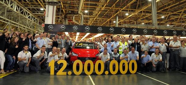 Celebración de la producción de la unidad 12 millones en la planta de GM en Figueruelas, Zaragoza. | DA