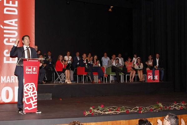 Pedro Martín se dirige a los asistentes a la presentación de la candidatura. / DA