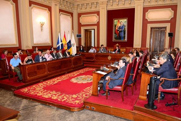 La última sesión plenaria del mandato, de carácter extraordinaria, se celebró durante la tarde de ayer para aprobar los tres expedientes que figuraban en el orden del día. / SERGIO MÉNDEZ
