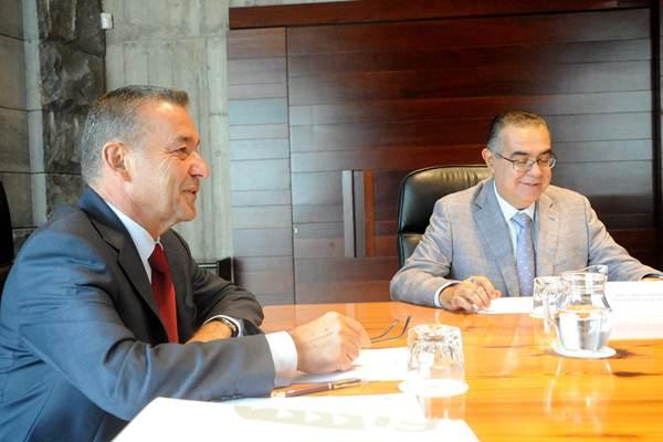 El presidente del Gobierno, junto al presidente de los empresarios de Tenerife, José Carlos Francisco.   DA