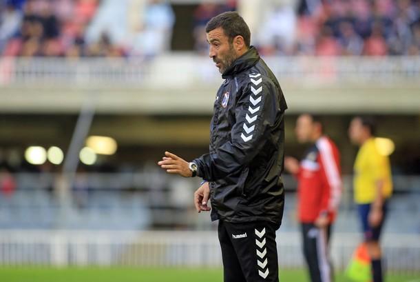El entrenador tinerfeñista no puso excusas a la derrota. / DA