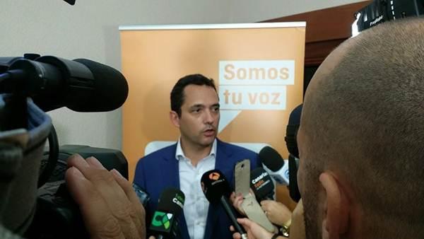 Roberto Elices ha logrado el acta de concejal como cabeza de lista de Ciudadanos en Santa Cruz. / DA