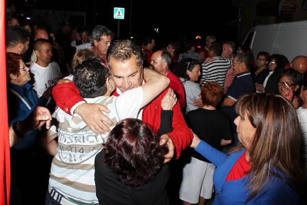 Rodríguez Fraga recibió de nuevo el abrazo de los vecinos del municipio. | GERARD ZENOU