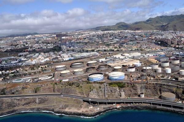 Vista aérea de Santa Cruz y parte de La Laguna, municipios que, por ley, podrán constituir un nuevo órgano llamado área metropolitana. / DA