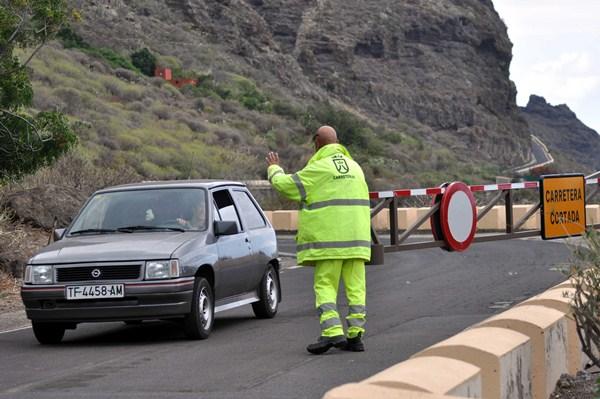 La vía de acceso a Punta de Teno está clausurada desde septiembre de 2013. / M. P.