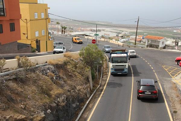 La carretera TF-82 soporta una importante densidad de tráfico. / DA