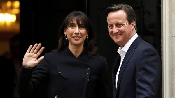 David Cameron y su esposa, tras ganar las elecciones.   REUTERS