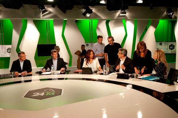 Los candidatos poco antes de comenzar el debate.   FRAN PALLERO