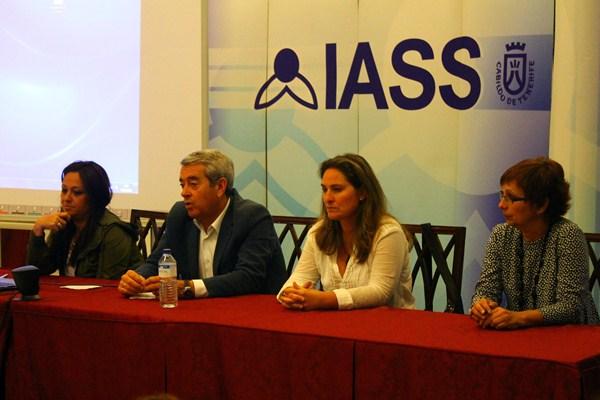 Aurelio Abreu presidió las jornadas informativas sobre el desarrollo del proyecto del Anillo Insular de Políticas Sociales. / DA