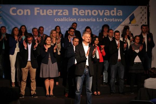Francisco Linares alardeó del equipo humano que lo acompaña en la plancha nacionalista. / DA