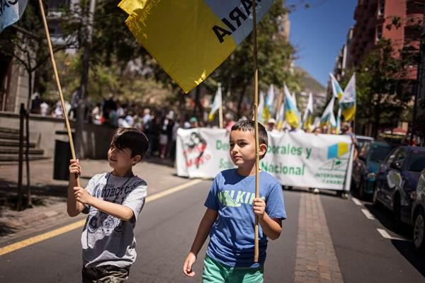 Detalle de la manifestación del Primero de Mayo celebrada ayer en Santa Cruz de Tenerife, entre la plaza de Weyler y la del Príncipe. | ANDRÉS GUTIÉRREZ