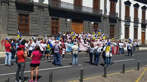Detalle de la manifestación del Primero de Mayo celebrada ayer en Santa Cruz de Tenerife, entre la plaza de Weyler y la del Príncipe. | DA