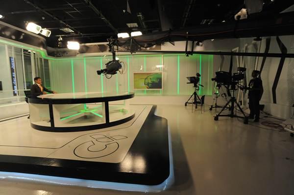 Grabación de un programa informativo en los platós de la RTVC ubicados en el polígono de El Mayorazgo, en la capital tinerfeña. | DA