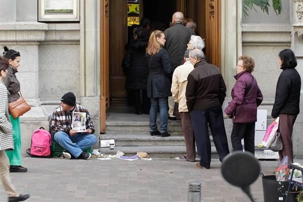 La encuesta de condiciones de vida 2014 del INE vuelve a situar a Canarias a la cola del Estado.   EP