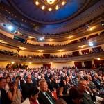 El Teatro Guimerá, lleno, con numerosos cargos públicos en funciones y electos, en el acto institucional del Día de Canarias. / F. PALLERO