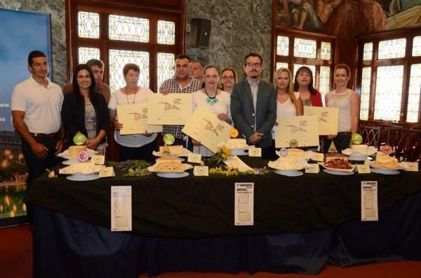 Ganadores con sus diplomas del III Concurso Insular de Quesos. | EP
