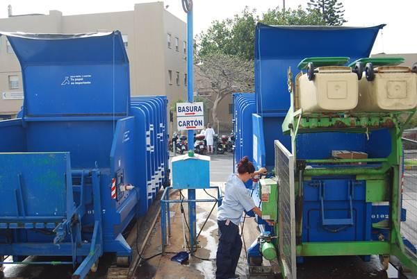 El reciclaje de residuos es fundamental en un centro hospitalario, donde se pueden llegar a recoger más de una veintena de tipos diferentes. | DA