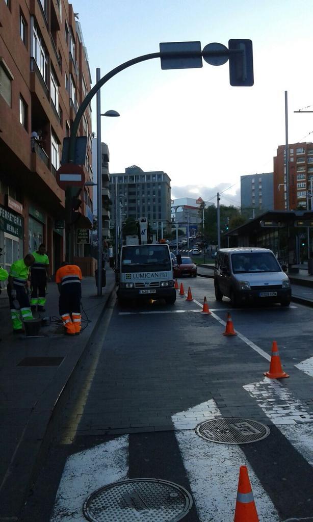 retirada de semáforo avenida islas canarias 2