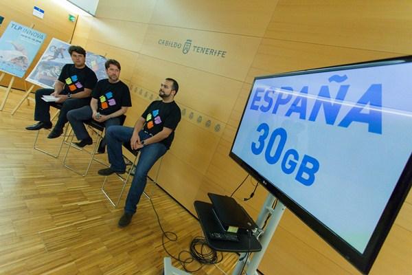 Antonio García Marichal, Carlos Alonso y Antonio Cabrera, durante la presentación. / DA