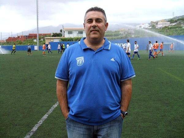 El técnico realejero vive momentos de felicidad tras lograr dos ascensos en dos temporadas. / JOSÉ M. MARTÍN
