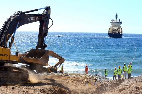 El pasado mes Canalink se conectó al cable ACE, que une Francia con la costa africana. / SERGIO MÉNDEZ