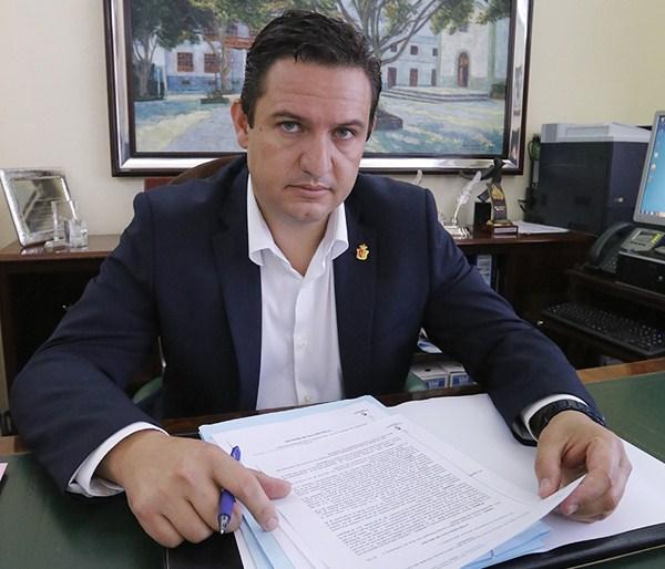 José Julián Mena, alcalde de Arona (PSOE). / DANIEL CETRULO