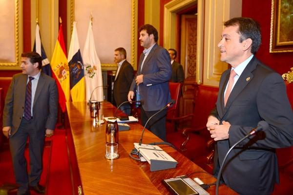 José Manuel Bermúdez presidió el último pleno extraordinario del mandato 2011-2015 como alcalde en funciones. / SERGIO MÉNDEZ