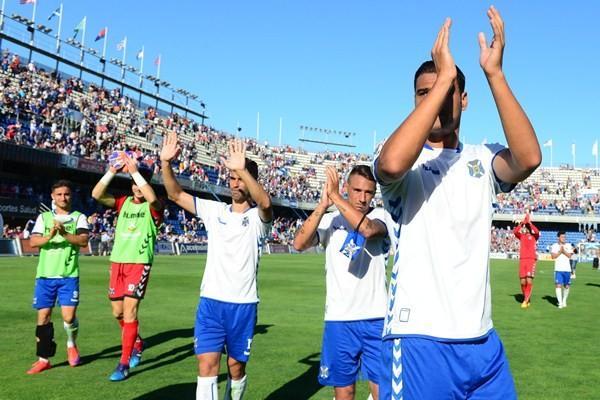Los blanquiazules celebraron la permanencia ante el Betis. / SERGIO MÉNDEZ