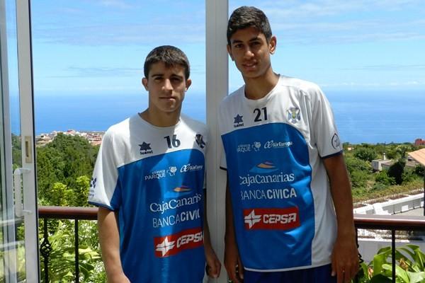 Jairo (i), junto a Ayoze Pérez hace tres veranos en la concentración en La Palma. / DA