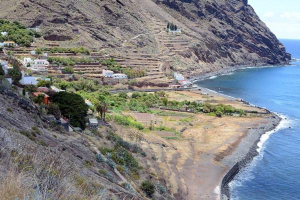 La reducción de la línea de servidumbre a 20 metros permite regularizar construcciones como las de Igueste de San Andrés. / SERGIO MÉNDEZ