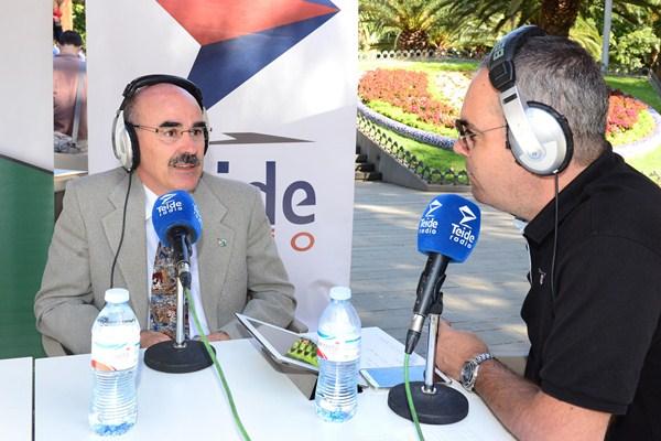 El presidente del colegio tinerfeño, Francisco Perera, fue entrevistado en Teide Radio. / S.M.