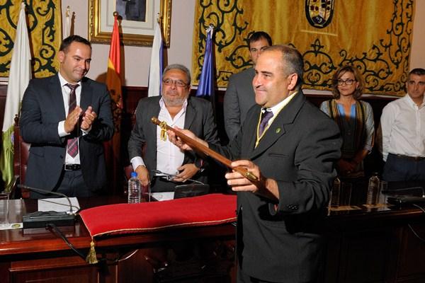 Escolástico Gil, después de 12 largos años en la oposición, asumió el sábado el bastón de mando. / DA