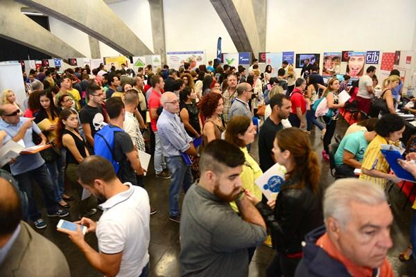 Carlos Alonso presidió ayer la apertura de Expoempleo 2015. / S.M