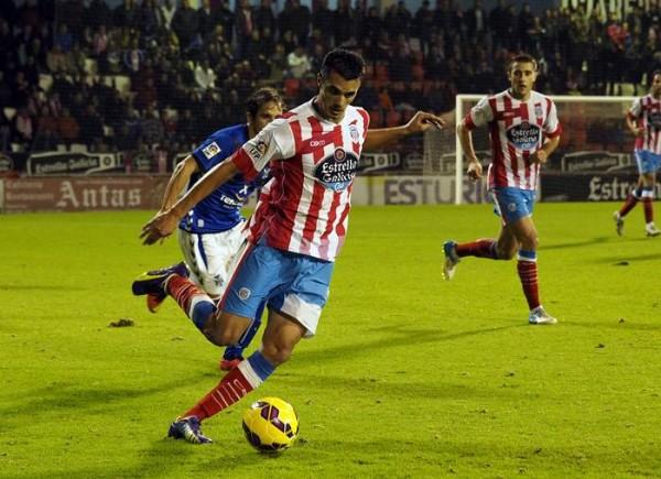Iriome González, en un partido ante el CD Tenerife hace dos temporadas. / PEDRO AGRELO