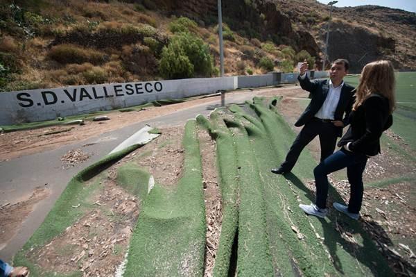 Santa Cruz de Tenerife 22.06.15.- Visita del alcalde Bermúdez al campo de Valleseco