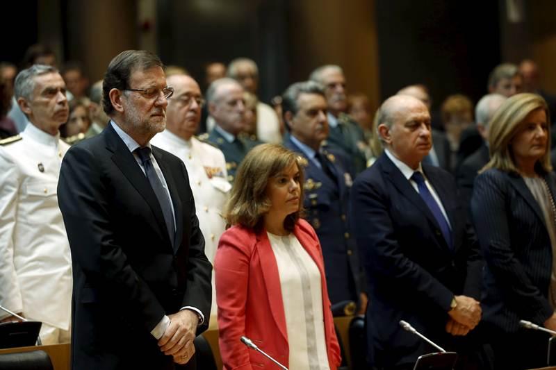 Mariano Rajoy y algunos ministros en un momento del minuto de silencio por los atentados en Madrid. | REUTERS
