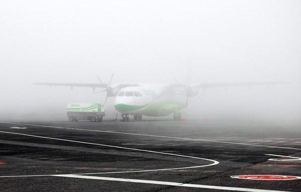 La niebla, unida al viento, convierte al aeropuerto de Los Rodeos en uno de los más complejos de España. / DA