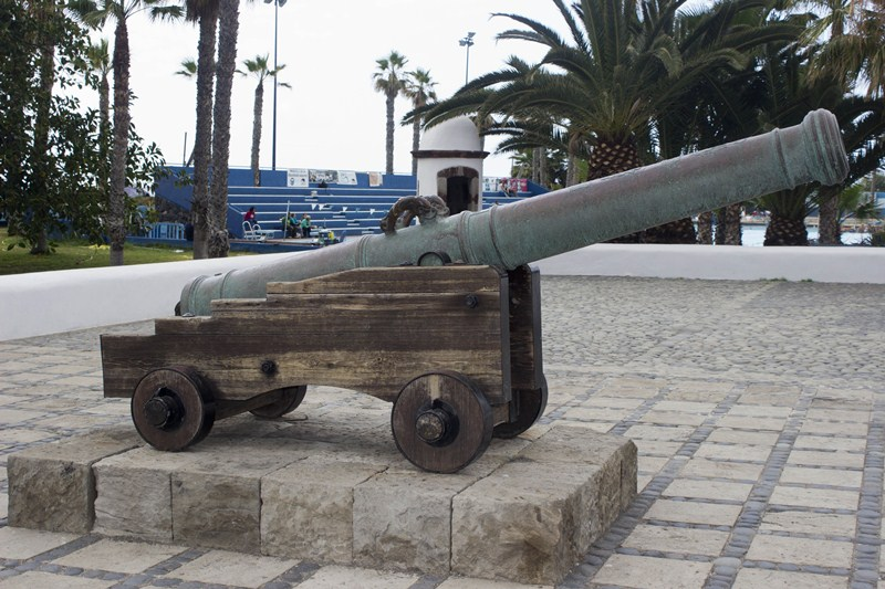 Puerto de la Cruz tiene medio centenar de esculturas en sus espacios públicos que embellecen  y singularizan el paisaje urbano. / S. CABRERA