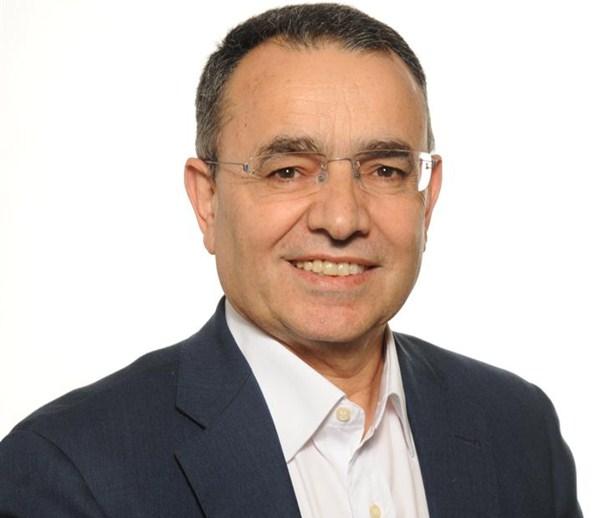 Nombre: Juan Dóniz- Área: Economía y Hacienda  y Recursos Humanos- Sueldo: 3.700 euros. / DA