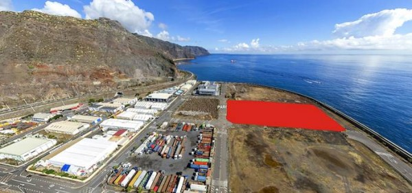 En rojo, la parcela de 15.000 metros cuadrados en la que se instalará la fábrica de chocolate. | DA