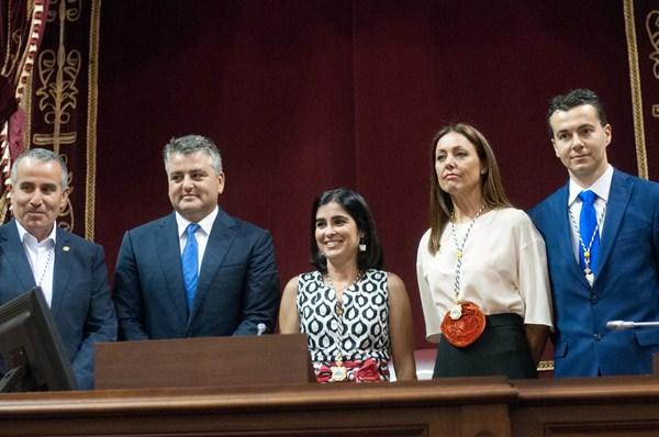 Los miembros de la Mesa del Parlamento de Canarias. / FRAN PALLERO
