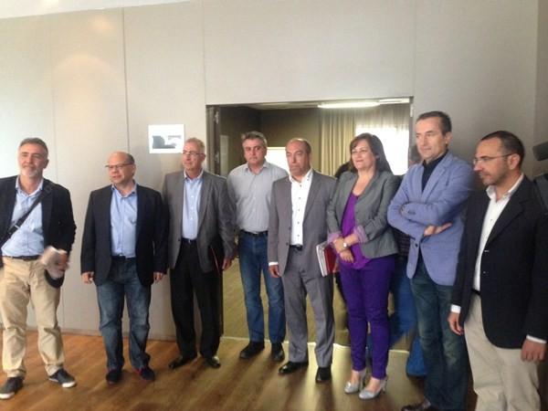 Una de las reuniones mantenidas hasta ahora por la comisión que negocia el pacto CC-PSOE. / DA
