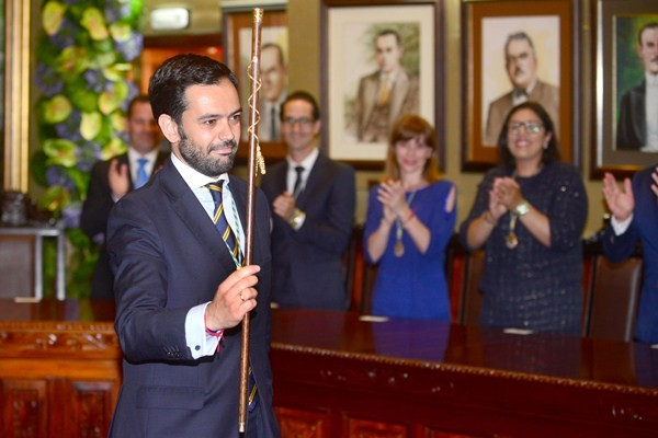 Lope Afonso (PP) es uno de los que se estrena como alcalde, en este caso en Puerto de la Cruz. / S. M.