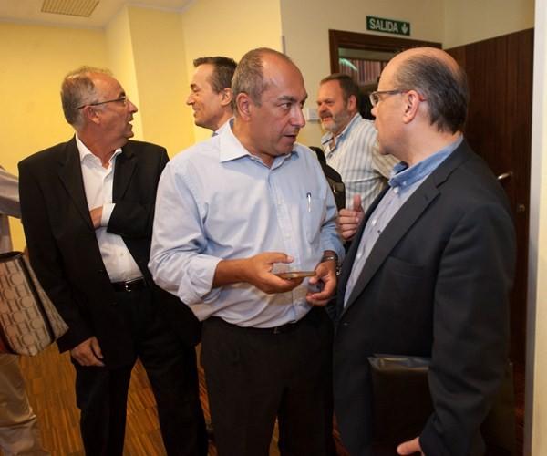 Los negociadores de CC y PSOE se reunieron ayer en el Hotel Escuela de la capital tinefeña. / FRAN PALLERO